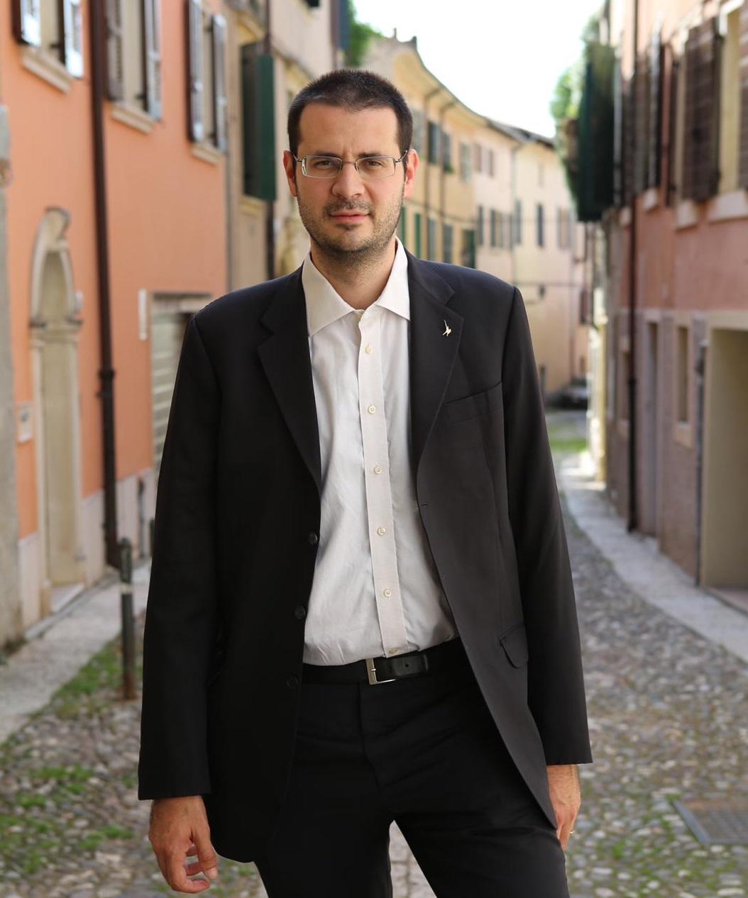 """Esclusivo. L'on. Vito Comencini (Lega): """"il governo Conte è asservito alle lobby gay"""""""