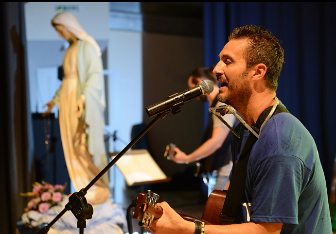 """Il cantautore Marco Tanduo: """"vorrei arrivare ai cuori delle persone lontane da Dio"""""""