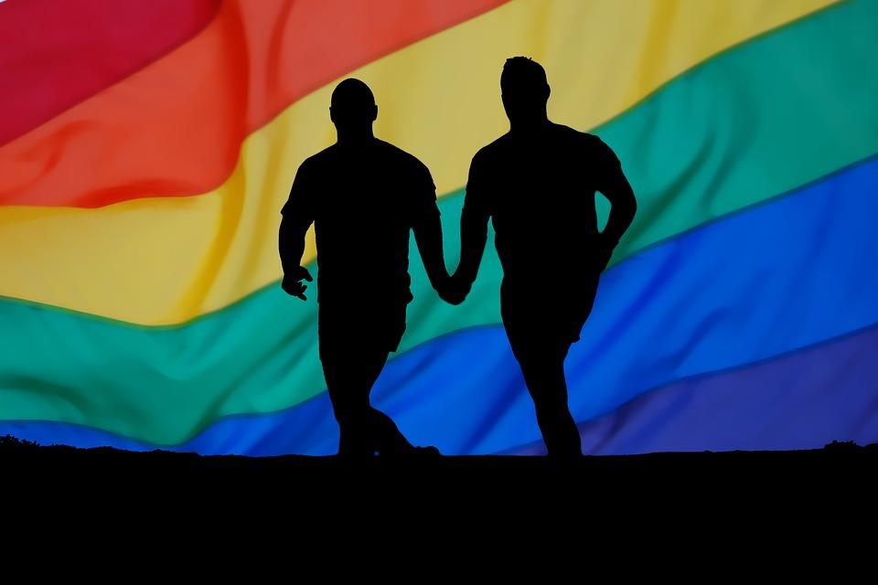 Mentre il popolo ha fame in Parlamento la sinistra pensa all'omotransfobia